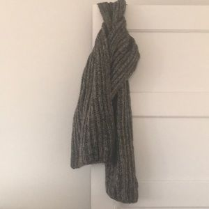 Gap marled yarn scarf in greys